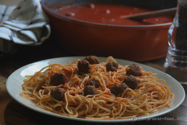 ספגטי ומיטבולס (או בלדה לחיילת טרייה)