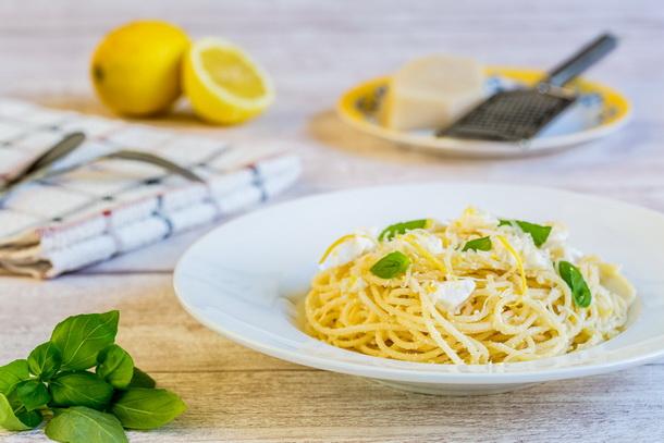 ספגטי בלימון וריקוטה (או איזה תמונות!)
