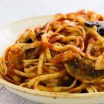פסטה ברוטב עגבניות עוף ופטריות
