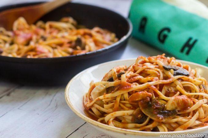 פסטה עגבניות עוף ופטריות