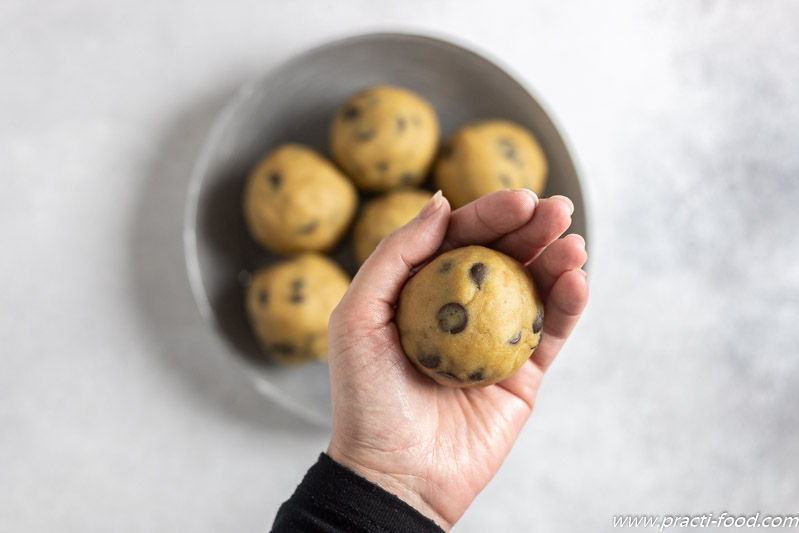 עוגיות שוקולד צ'יפס כדור גדול