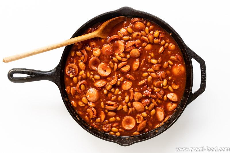 תבשיל שעועית ונקניקיות