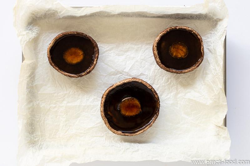 פטריות ממולאות בשקשוקה